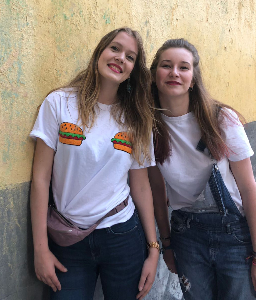 Juliette BAILLE: Promo 28 à l'ISTC, 21 ans - pilote (à gauche) et Camille DUVAL: Promo 26 à l'ISTC, 22 ans, co-pilote (à gauche)